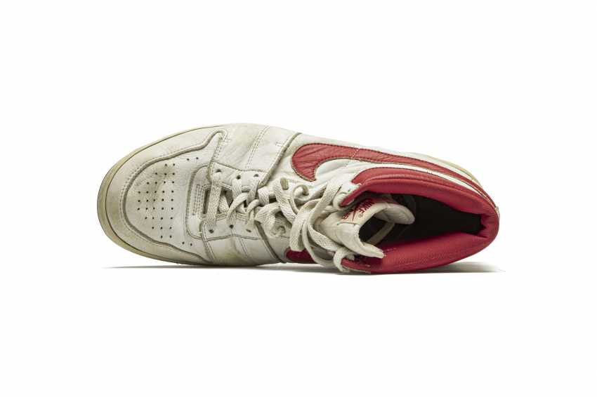 Air Ship, MJ Player Exclusive, Game-Worn Sneaker - photo 10