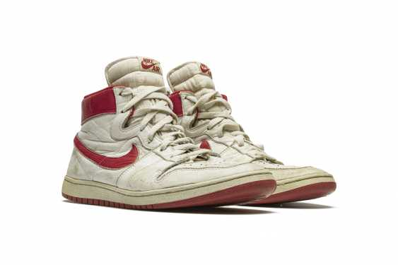 Air Ship, MJ Player Exclusive, Game-Worn Sneaker - photo 12