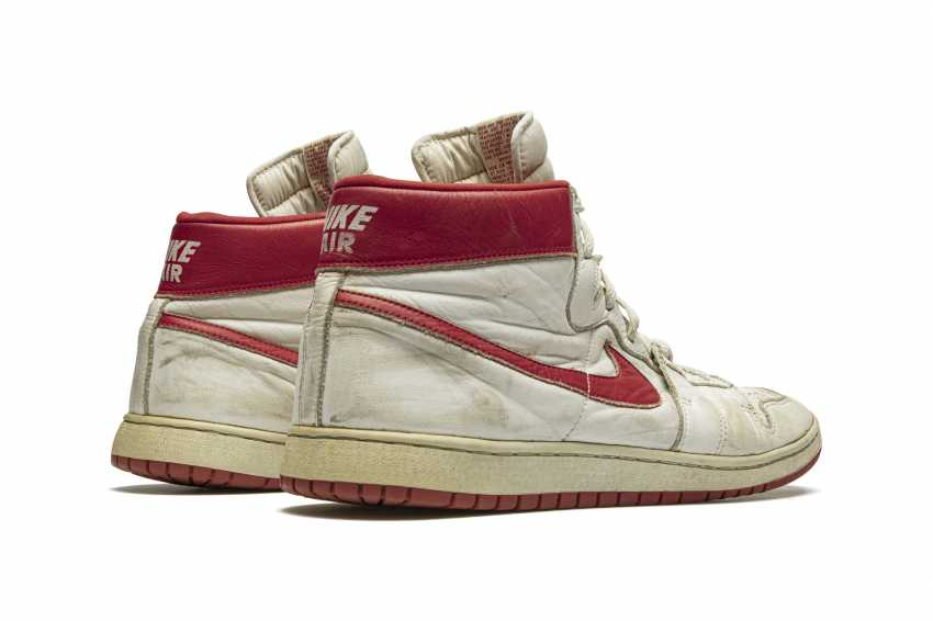 Air Ship, MJ Player Exclusive, Game-Worn Sneaker - photo 13