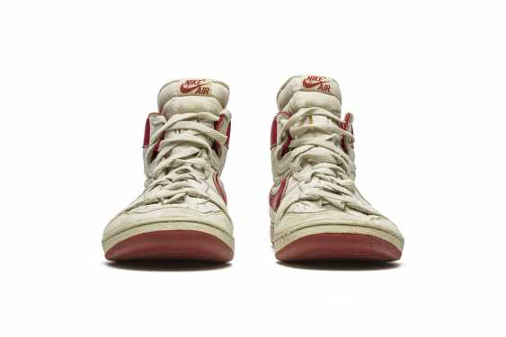 Air Ship, MJ Player Exclusive, Game-Worn Sneaker - photo 15