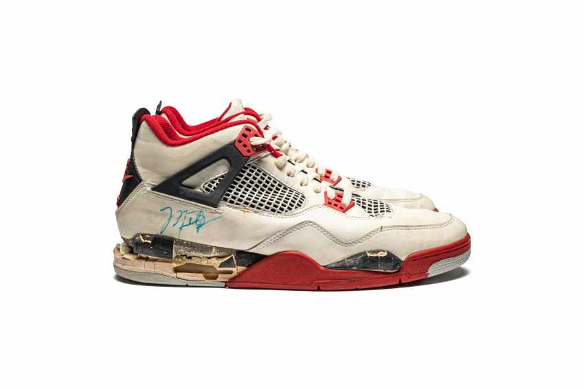 """Air Jordan 4 """"Fire Red,"""" Player Exclusive, Game-Worn Signed Sneaker - photo 2"""