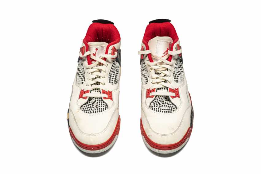 """Air Jordan 4 """"Fire Red,"""" Player Exclusive, Game-Worn Signed Sneaker - photo 5"""