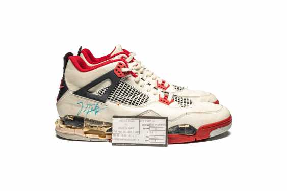 """Air Jordan 4 """"Fire Red,"""" Player Exclusive, Game-Worn Signed Sneaker - photo 12"""