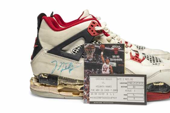 """Air Jordan 4 """"Fire Red,"""" Player Exclusive, Game-Worn Signed Sneaker - photo 13"""