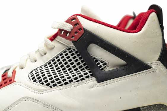 """Air Jordan 4 """"Fire Red,"""" Player Exclusive, Game-Worn Signed Sneaker - photo 14"""