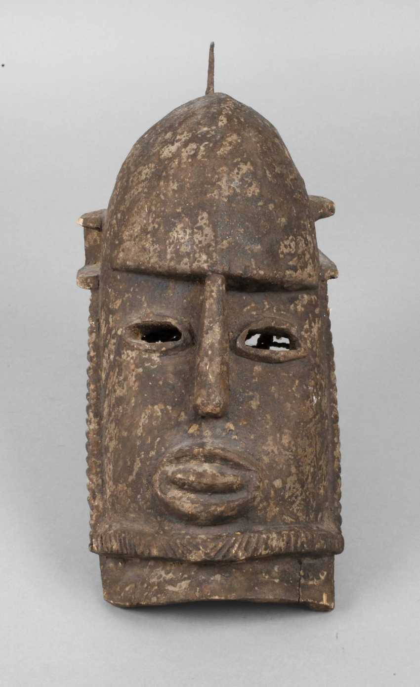 Essay-The-Head Mask - photo 1