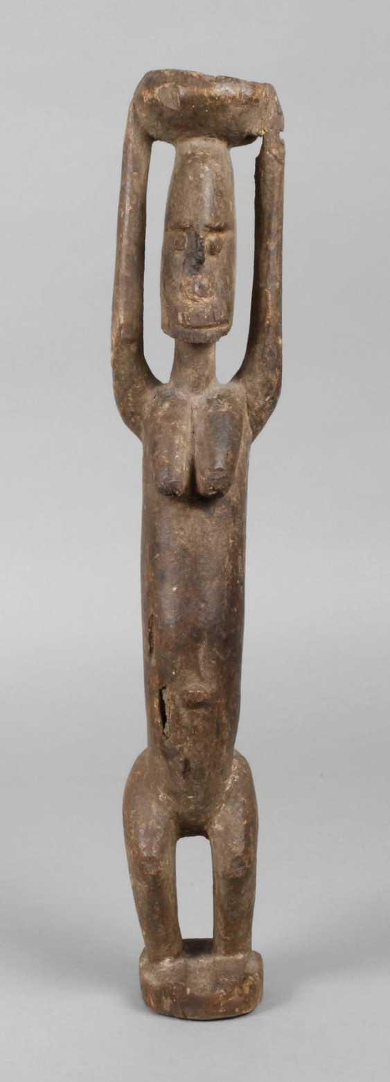Standing female figure - photo 1