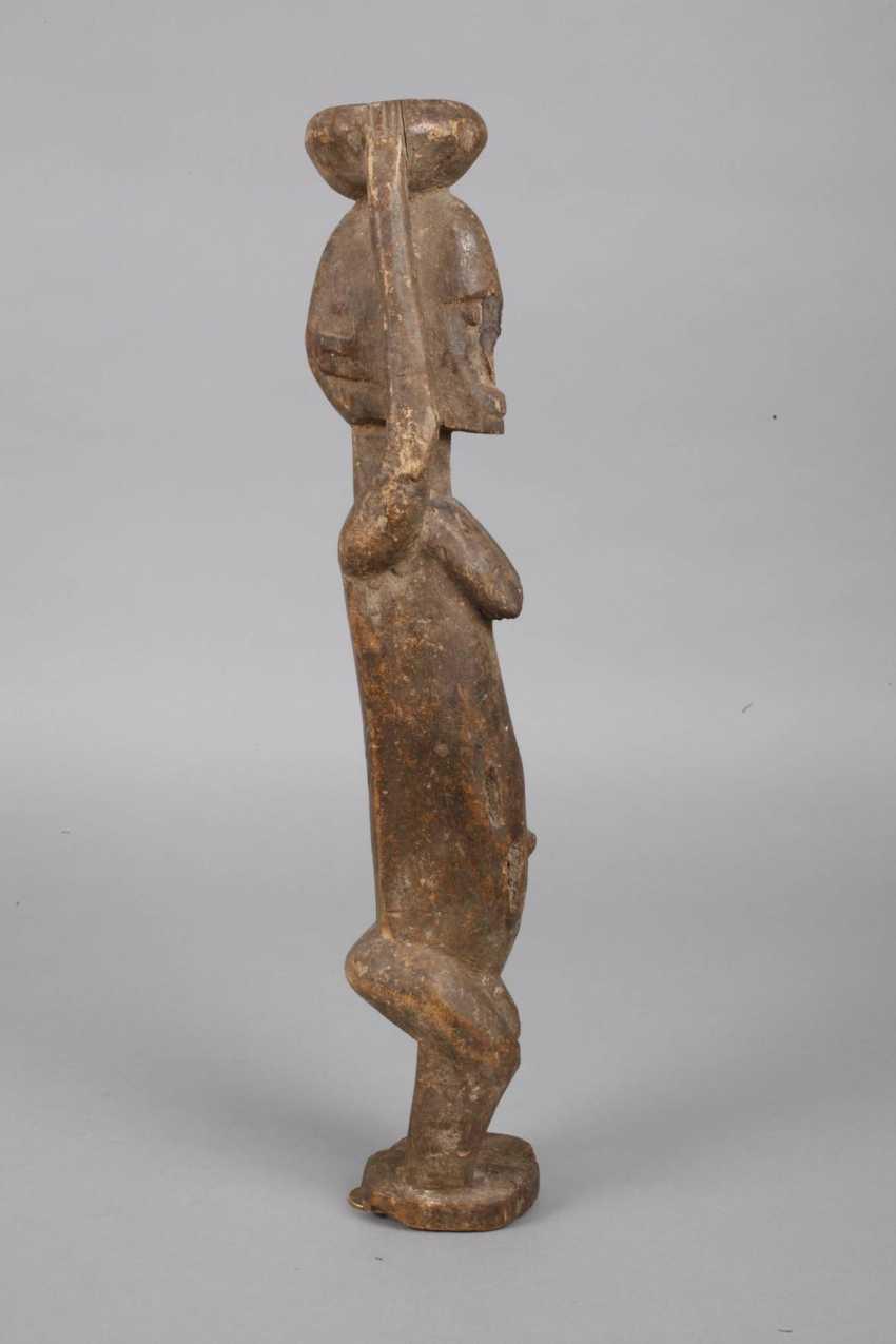 Standing female figure - photo 3
