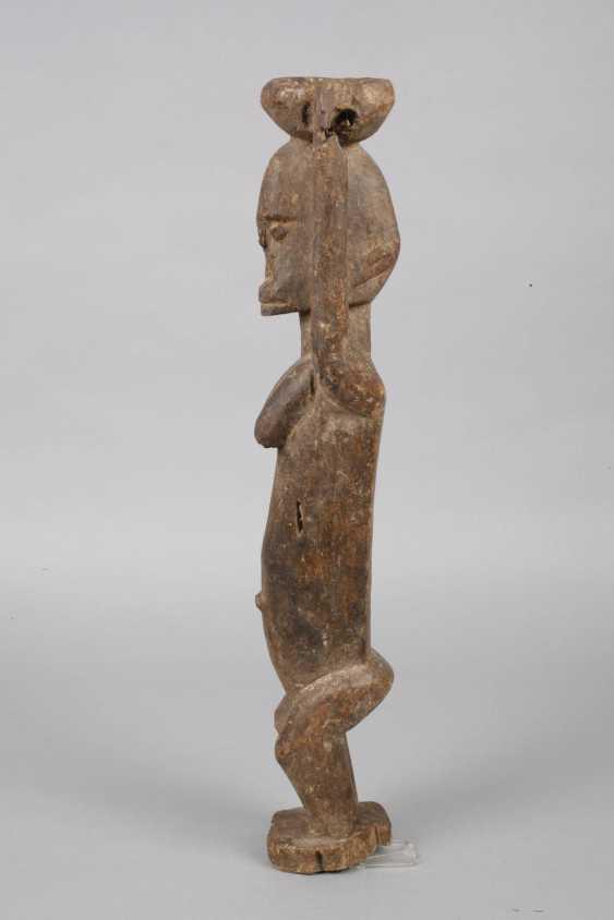 Standing female figure - photo 5
