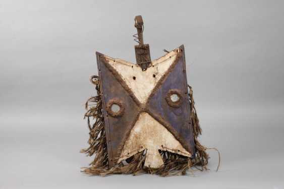 Disc-Shaped Board Mask - photo 3