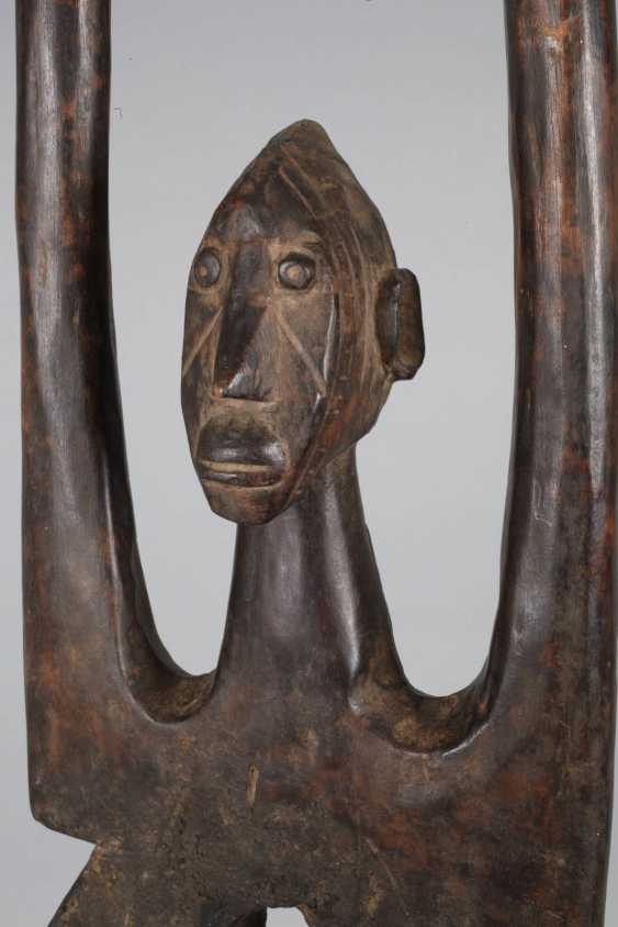 Dance crest mask with figural top - photo 5