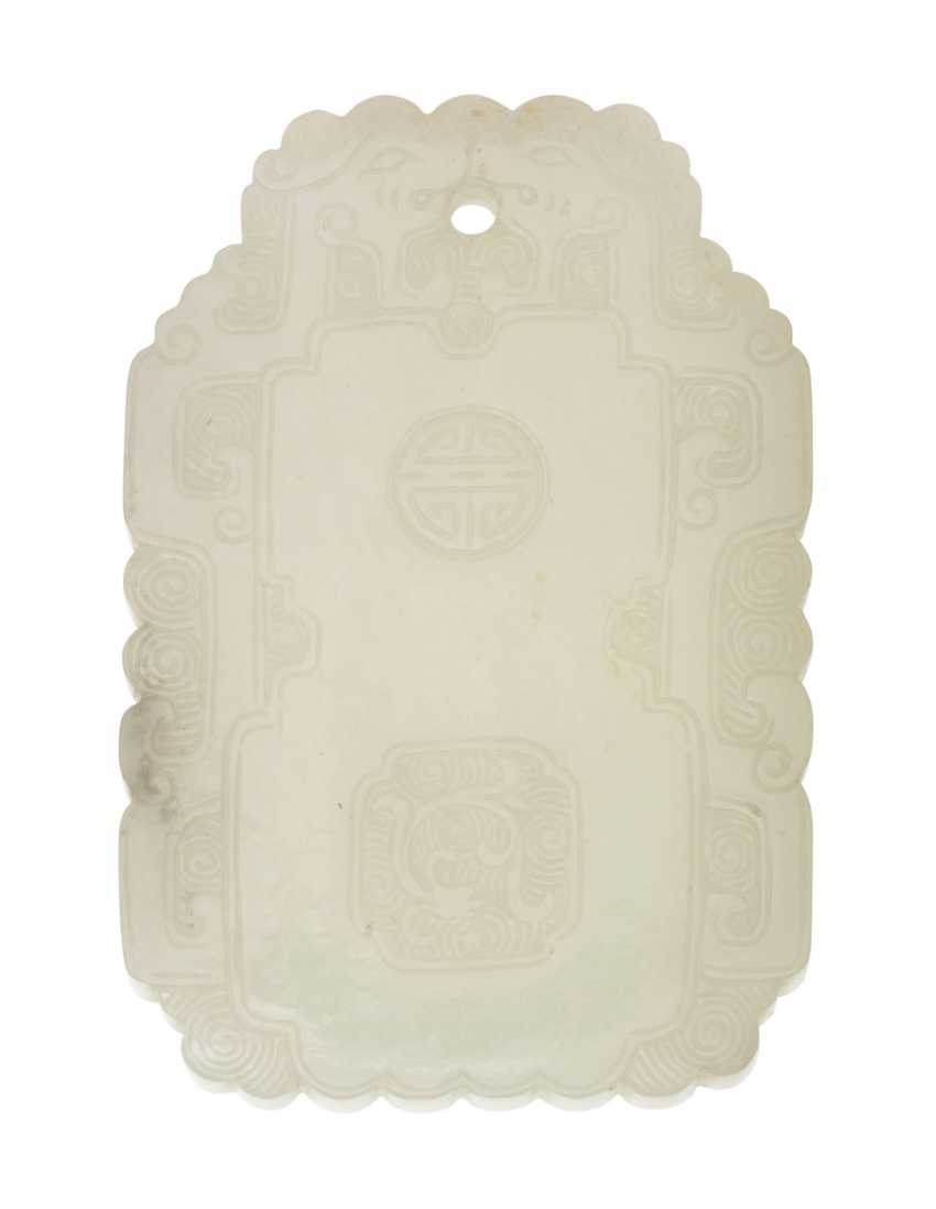 A CHINESE WHITE JADE PLAQUE - photo 2