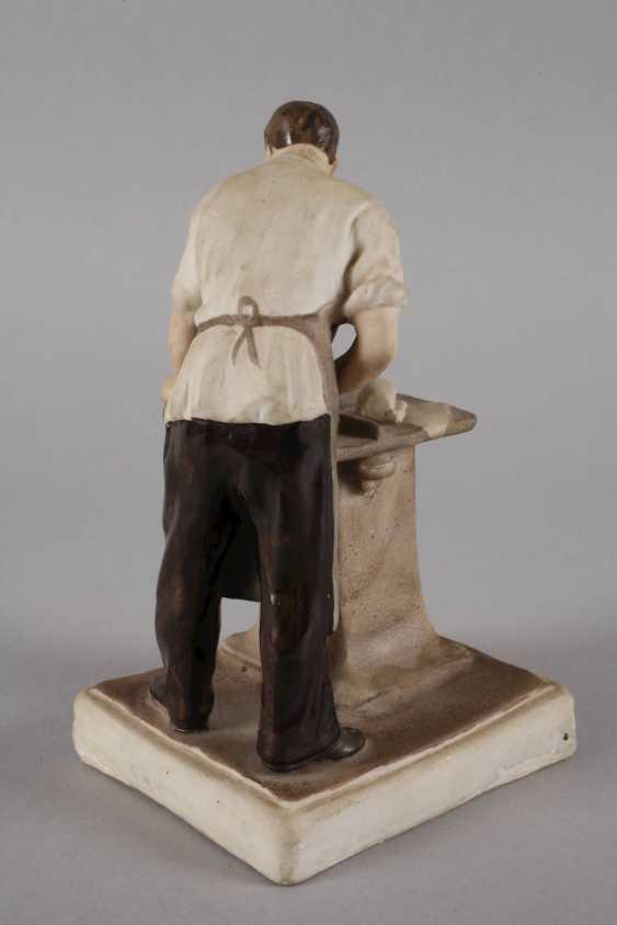 Agitations-Porzellanfigur als Tischler - Foto 4