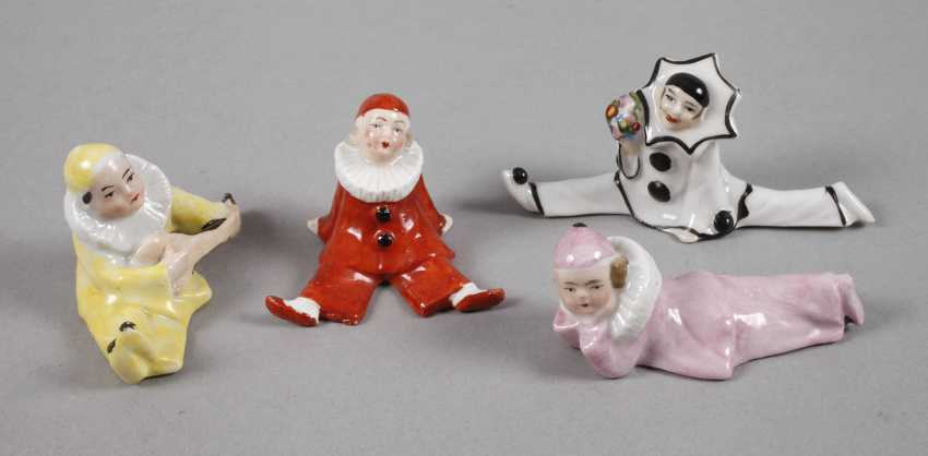 Four small figures of children - photo 1