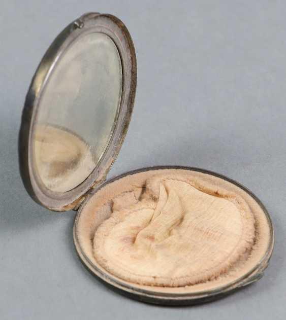 Powder box with engraving - photo 2
