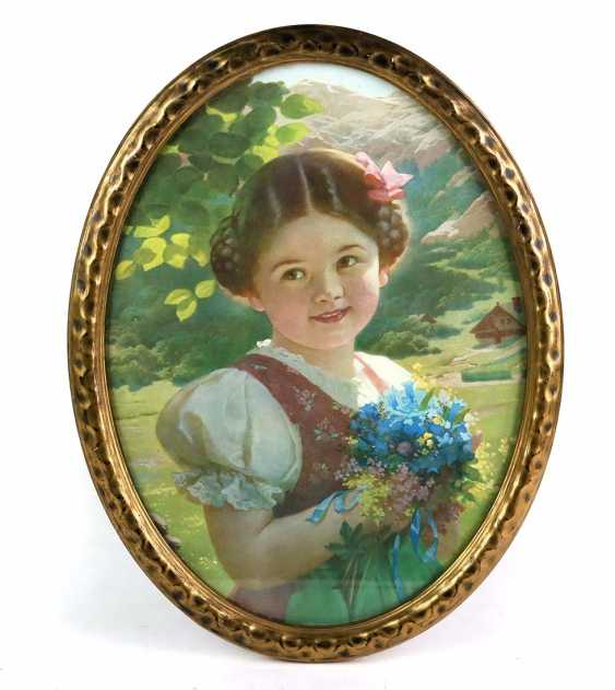 oval frame with girl portrait - photo 1