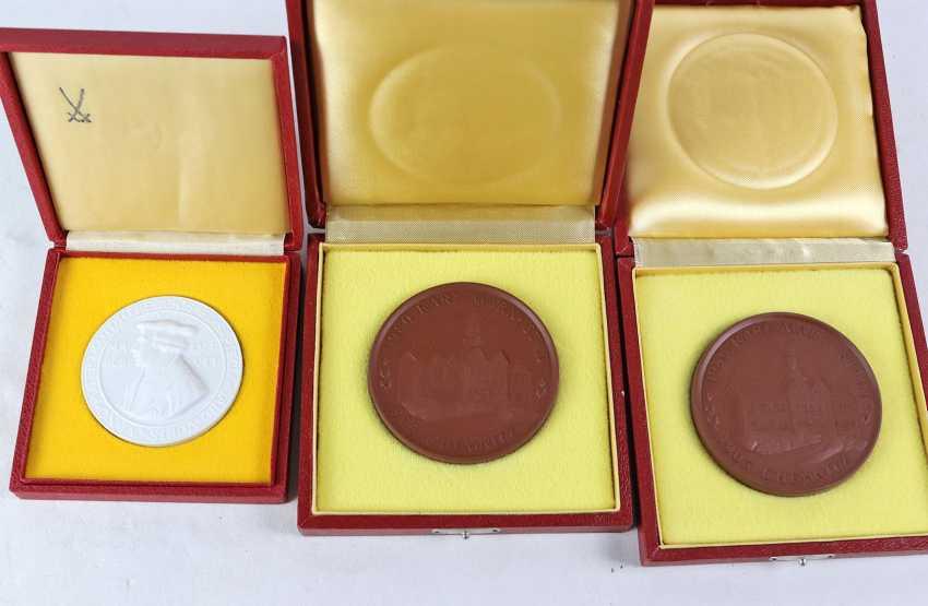 3 Meissen Porzellanplaketten - photo 1