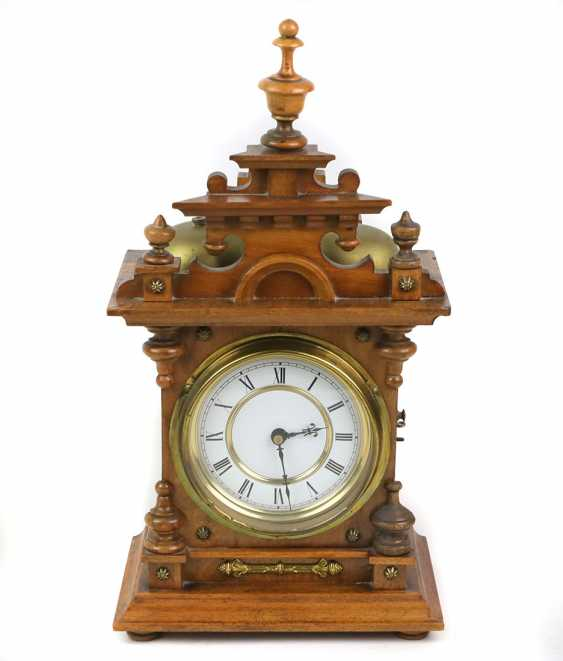 L'historicisme horloge de table avec des Cloches - photo 1