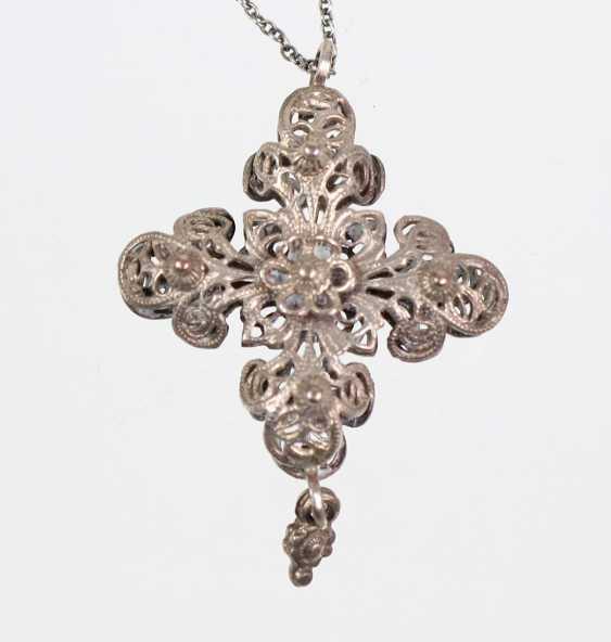 Silver chain with filigree cross pendant - photo 1