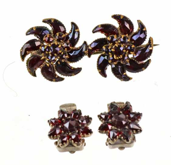 Garnet brooches and clip-on earrings - photo 1