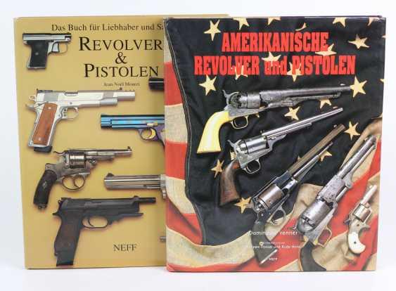 2 volumes Revolver & Pistols - photo 1