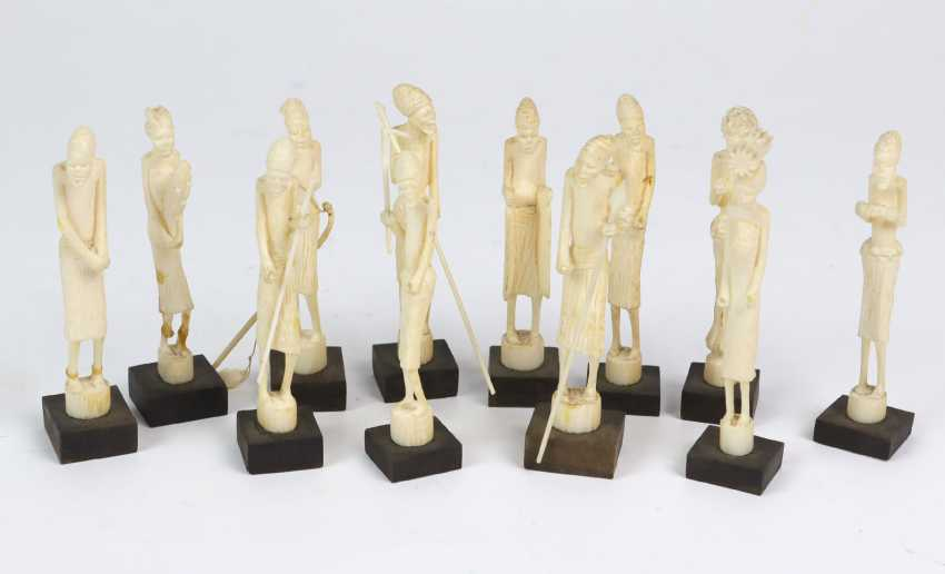 12 figurines en ivoire - photo 1