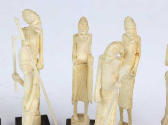 12 figurines en ivoire - photo 2