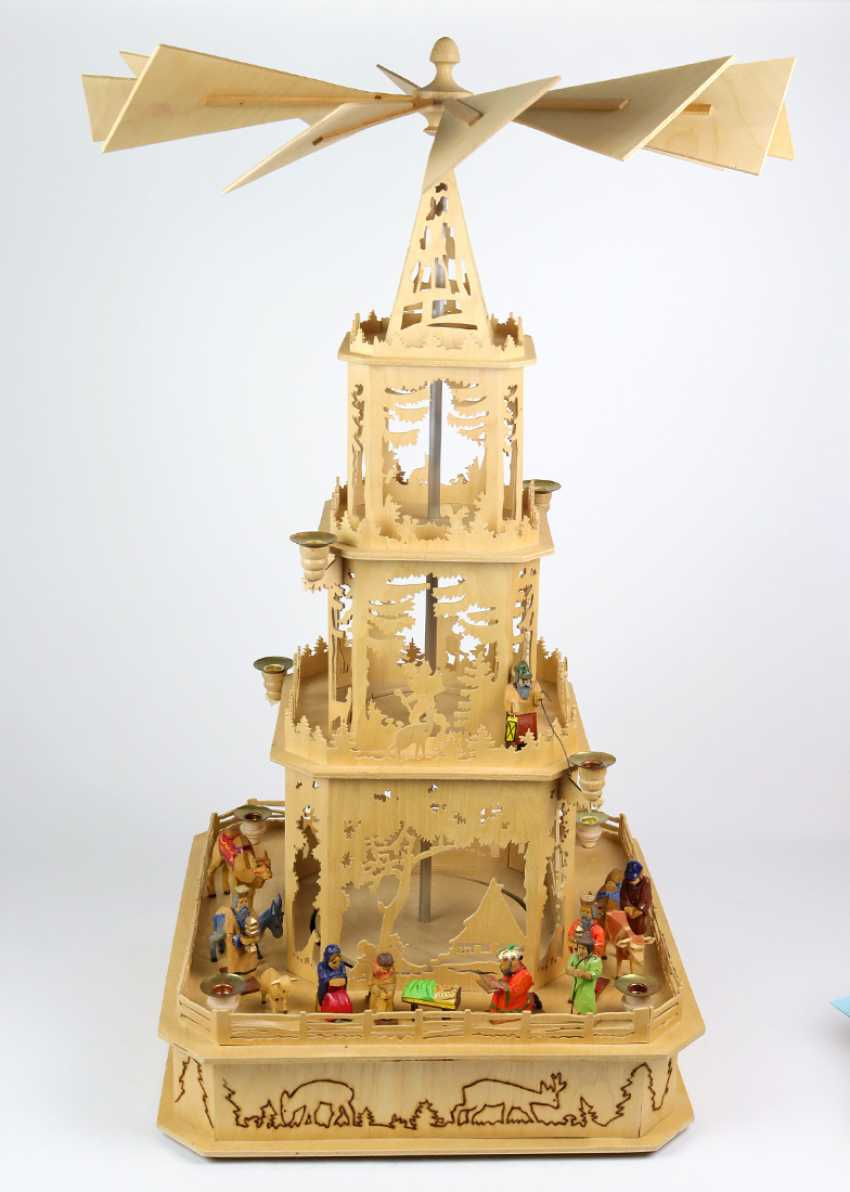 Erzgebirge pyramid with figures - photo 1