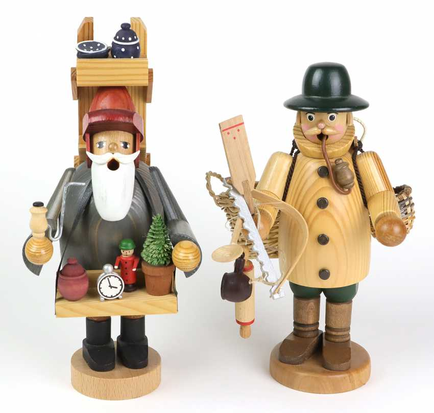 2 smokers as market traders - photo 1