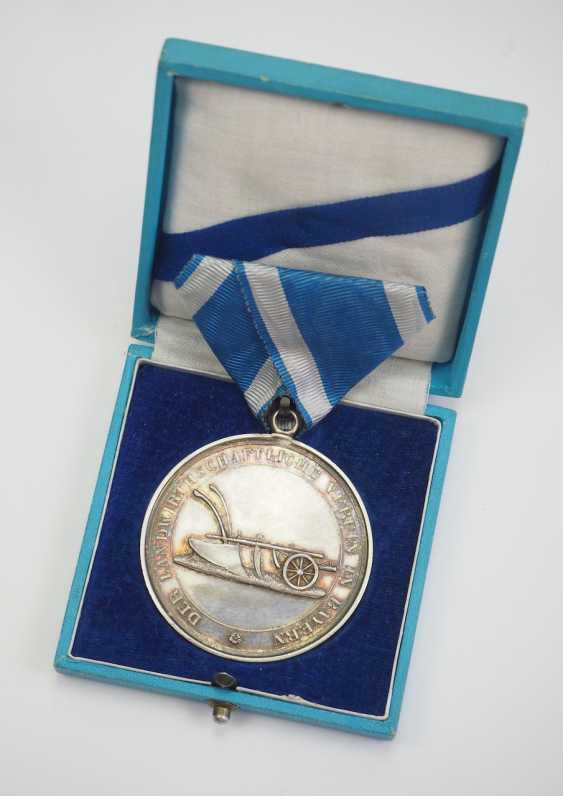 Bavaria: Large portable agricultural medal, in silver, in a case. - photo 1