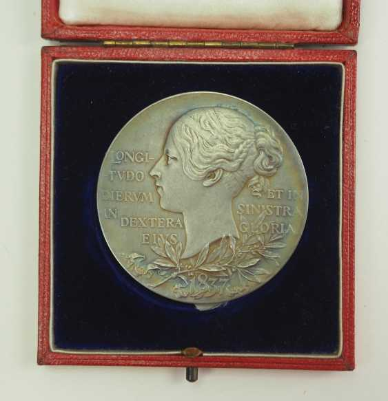 Great Britain: Meadille on the 60th anniversary of Queen Victoria's coronation, in silver, in a case. - photo 3