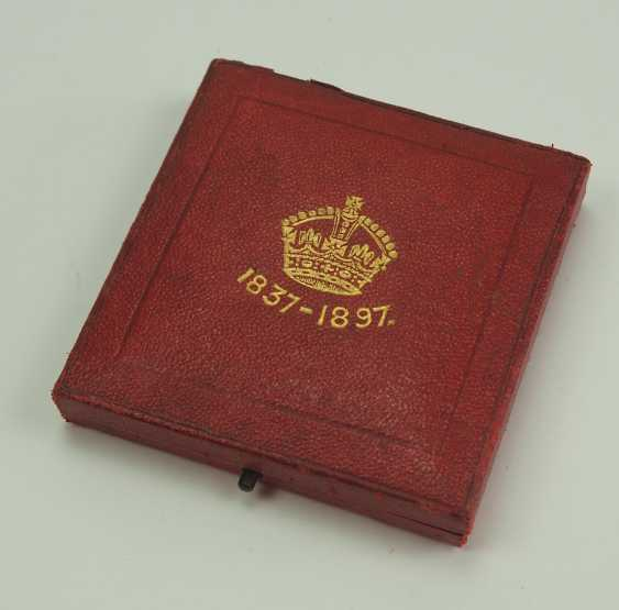 Great Britain: Meadille on the 60th anniversary of Queen Victoria's coronation, in silver, in a case. - photo 4