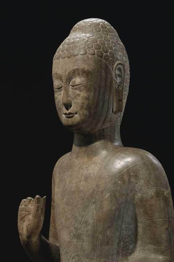 A MAGNIFICENT LARGE GREY LIMESTONE STANDING FIGURE OF BUDDHA... - photo 5