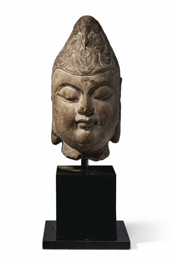 A CARVED MARBLE HEAD OF A BODHISATTVA - photo 1
