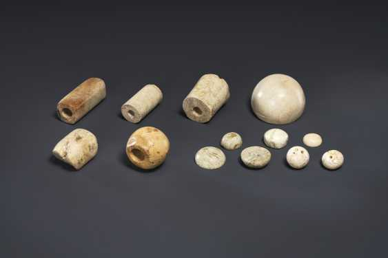 A GROUP OF IVORY AND BUFF-COLORED JADE BEADS AND BUTTONS - photo 1