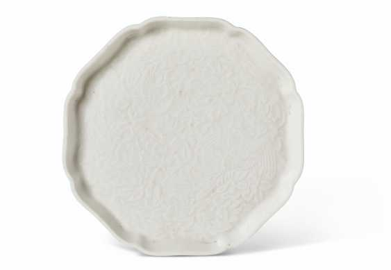 A MOLDED 'SOFT PASTE' LOBED OCTAGONAL DISH - photo 1