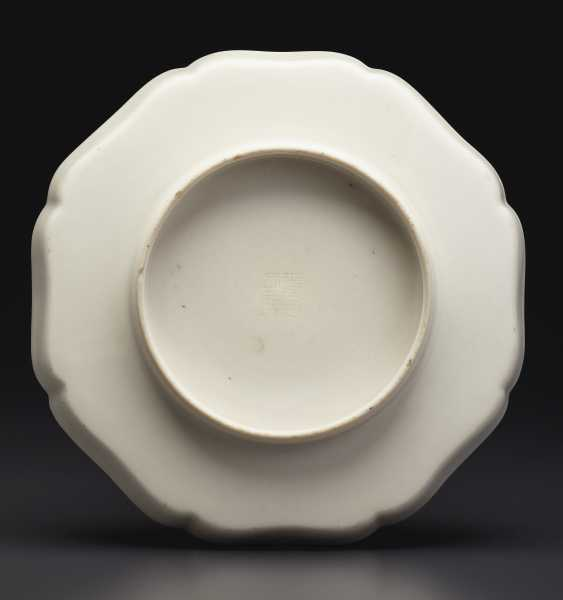 A MOLDED 'SOFT PASTE' LOBED OCTAGONAL DISH - photo 2