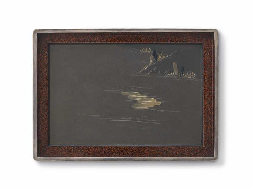 AN IMPORTANT SOFT-METAL-INLAID SHIBUICHI AND LACQUER BOX AND... - photo 4