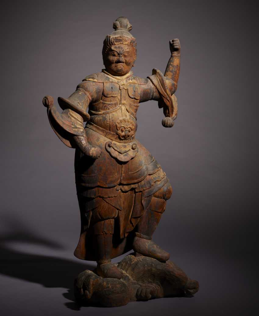 A CARVED WOOD FIGURE OF GUARDIAN KING - photo 2