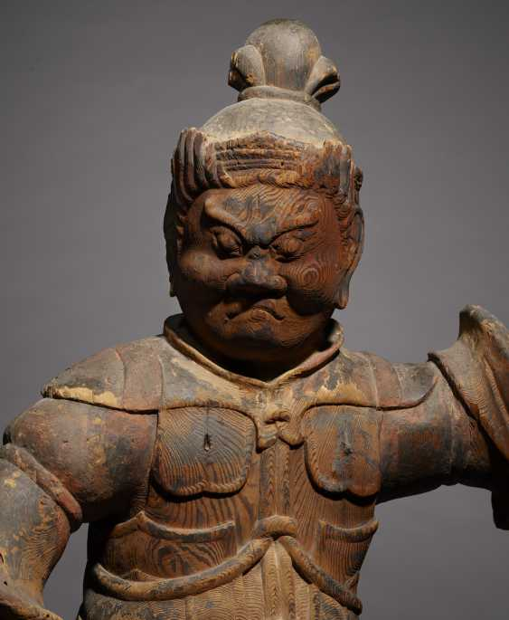 A CARVED WOOD FIGURE OF GUARDIAN KING - photo 3