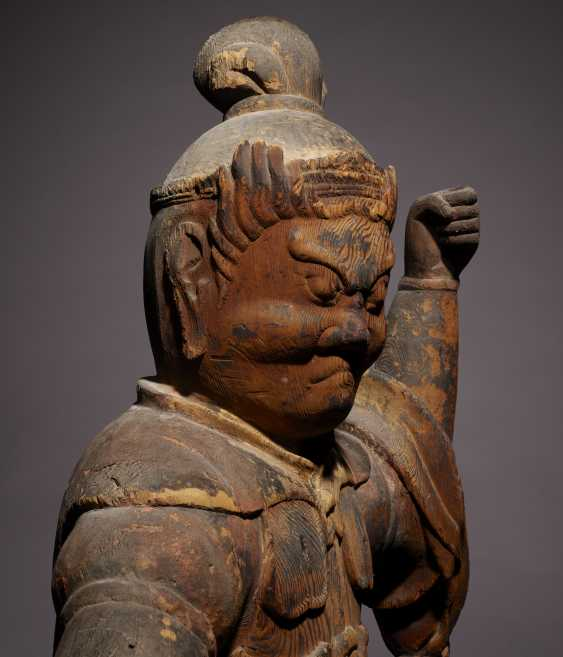 A CARVED WOOD FIGURE OF GUARDIAN KING - photo 4