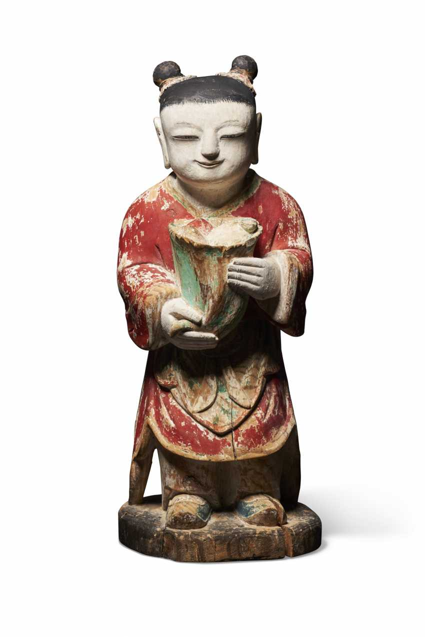 A POLYCHROME WOOD MODEL OF AN ATTENDANT FIGURE (DONGJA) - photo 1