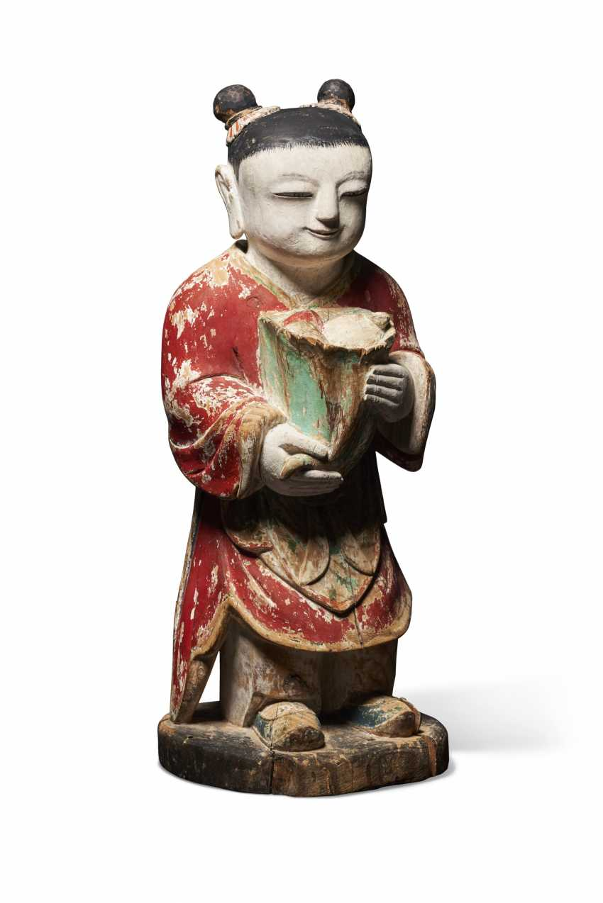 A POLYCHROME WOOD MODEL OF AN ATTENDANT FIGURE (DONGJA) - photo 2