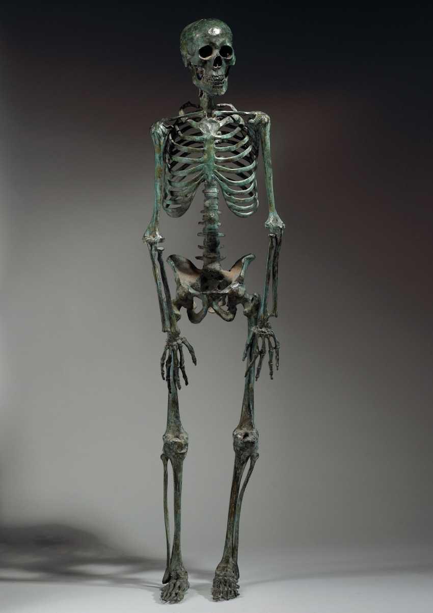 Modele En Bronze Representant Un Squelette Buy At Online Auction At Veryimportantlot Com Auction Catalog Maitres Anciens Peinture Sculpture From 15 09 2020 Photo Price Auction Lot 75
