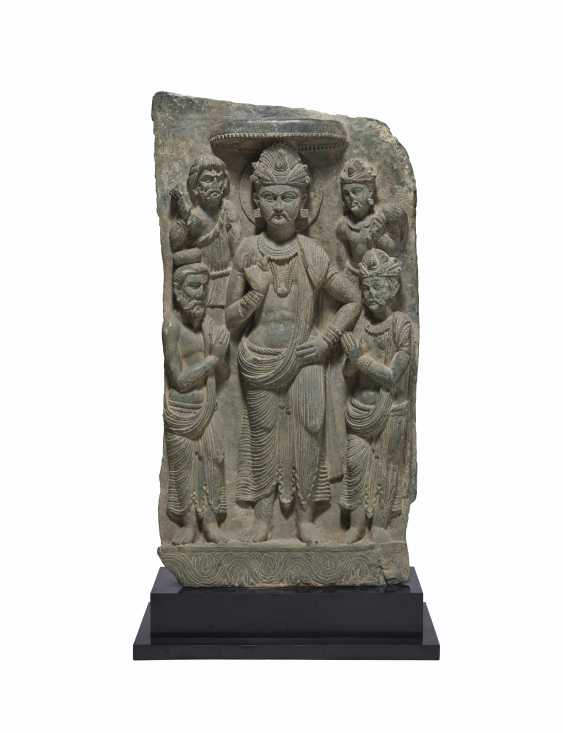 A RARE GREEN SCHIST RELIEF OF SIDDHARTHA WITH ADORANTS - photo 1