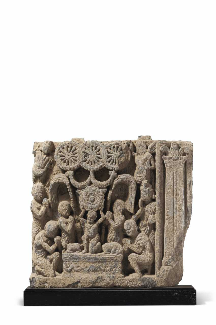 A GRAY SCHIST RELIEF DEPICTING THE ADORATION OF THE TRIRATNA... - photo 1