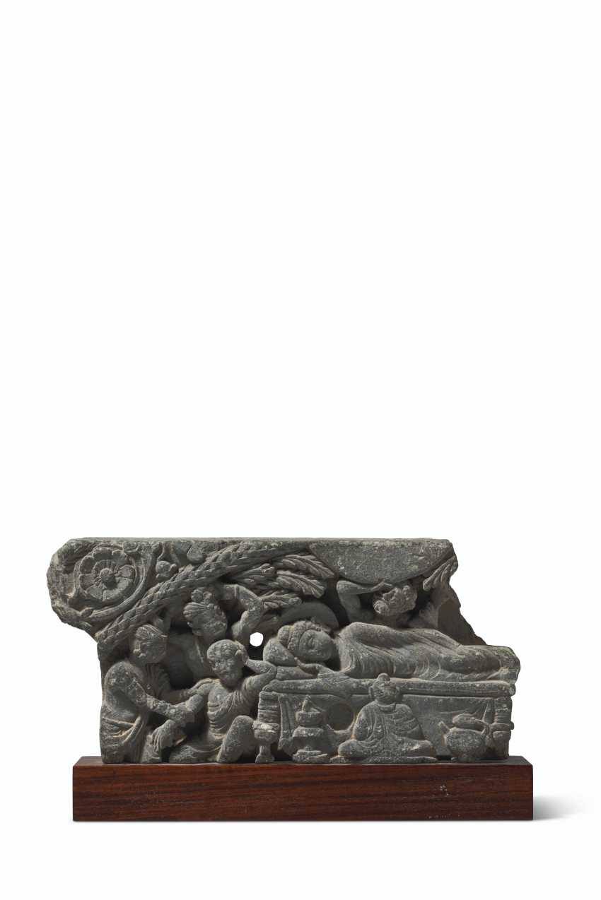 A GREEN SCHIST RELIEF DEPICTING THE PARINIRVANA - photo 1