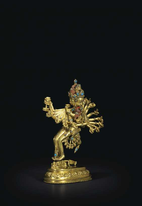 AN IMPORTANT GILT-BRONZE FIGURE OF KAPALADHARA HEVAJRA - photo 2