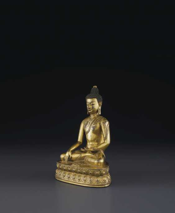 A GILT BRONZE FIGURE OF BUDDHA VAJRASANA - photo 2