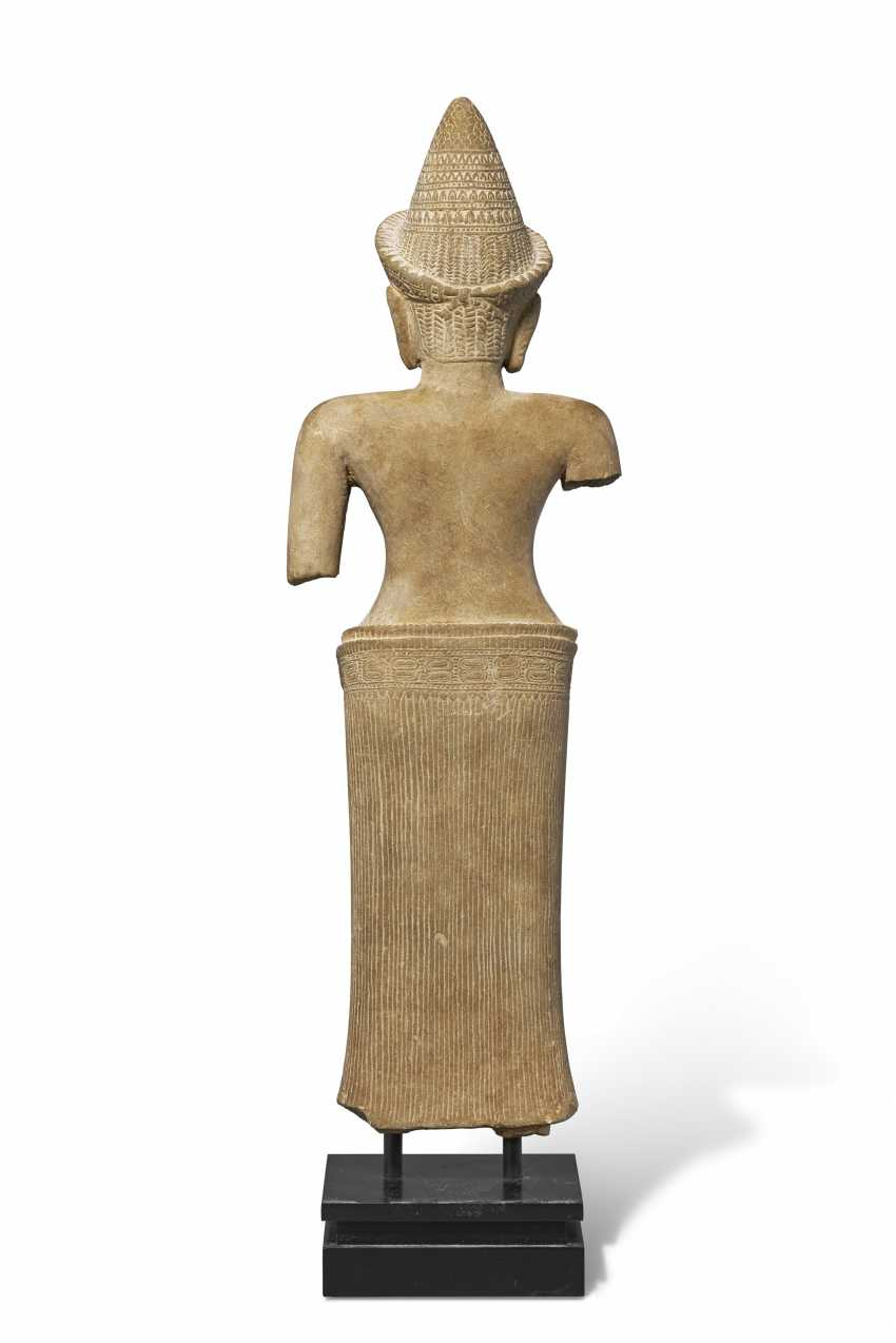 A SANDSTONE FIGURE OF UMA - photo 2
